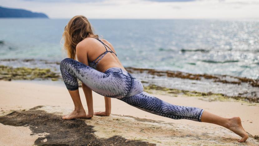 sand-yoga-woman2
